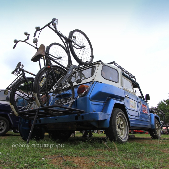 A Safari carrying two vintage bicycles using a custom carrier. This is a member of Komunitas Safari Bandung, one of the biggest VW Safari communities in Indonesia.