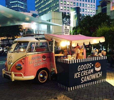 Pink Floyd selling ice cream sandwich at the recent Brightspot Fair in Senayan City, Jakarta. Photo from instagram/ingridarv